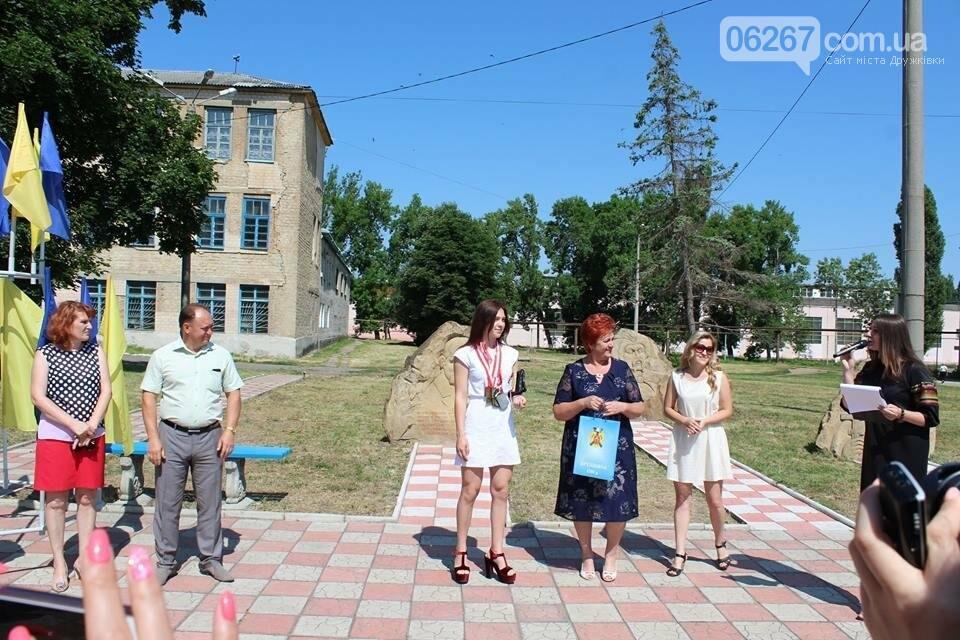 День Конституции в Дружковке отметили возложением цветов к памятнику Кобзарю, фото-1