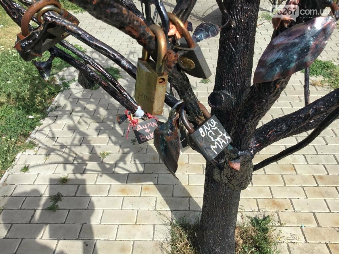 """""""Дерево любви"""" в Дружковке обрастает символами верности, фото-2"""