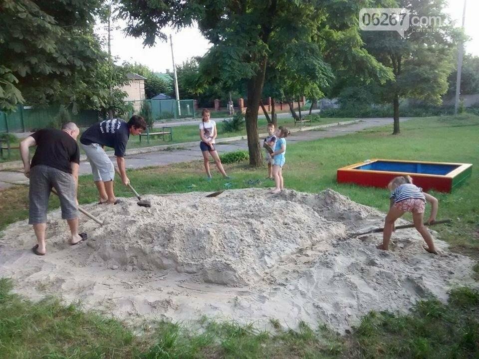 В дружковском поселке Сурово детская площадка приобретает законченный вид, фото-1