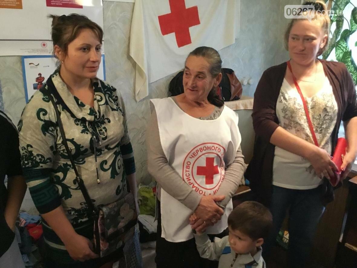 Сегодня в Дружковке многодетные мамы и переселенцы получили одежду и игрушки от Красного Креста, фото-1