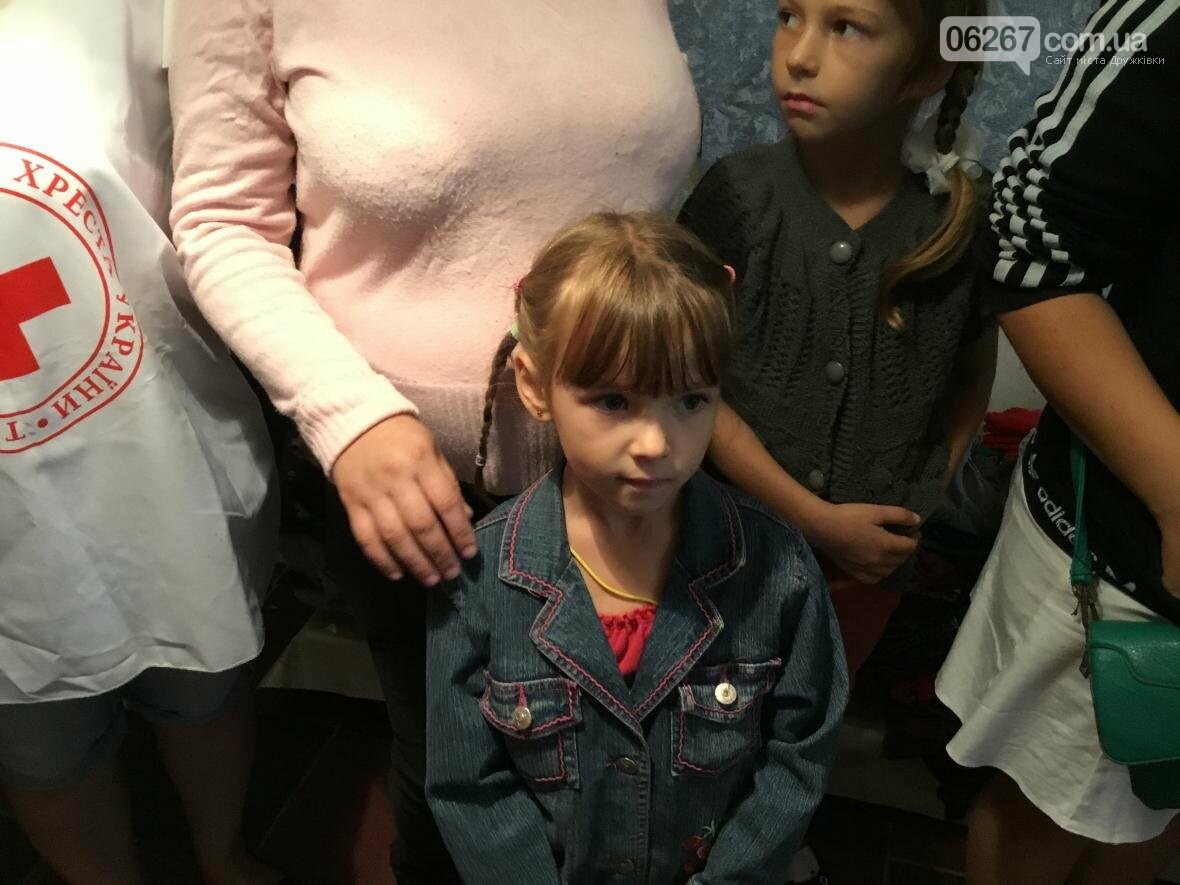 Сегодня в Дружковке многодетные мамы и переселенцы получили одежду и игрушки от Красного Креста, фото-2