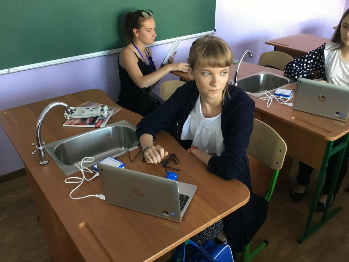 В Дружковке десяткам украинских журналистов показали опорную школу и ЦПАУ (ФОТО, ВИДЕО), фото-3