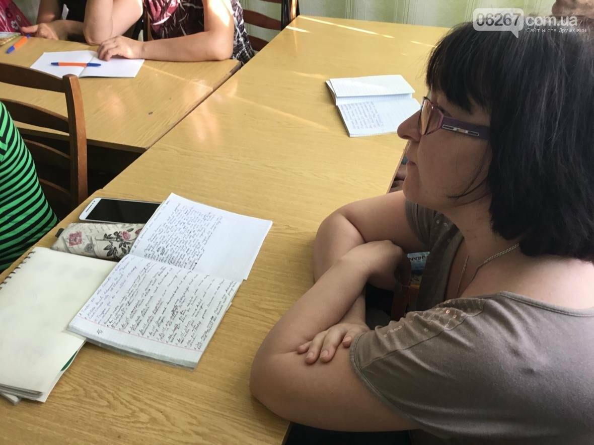 В дружковской библиотеке по вечерам звучит иностранная речь (ФОТО, ВИДЕО), фото-2