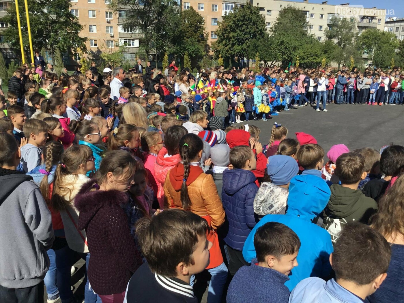 Школа танцев: День учителя в дружковской ОШ №17 отметили грандиозным флешмобом, фото-1