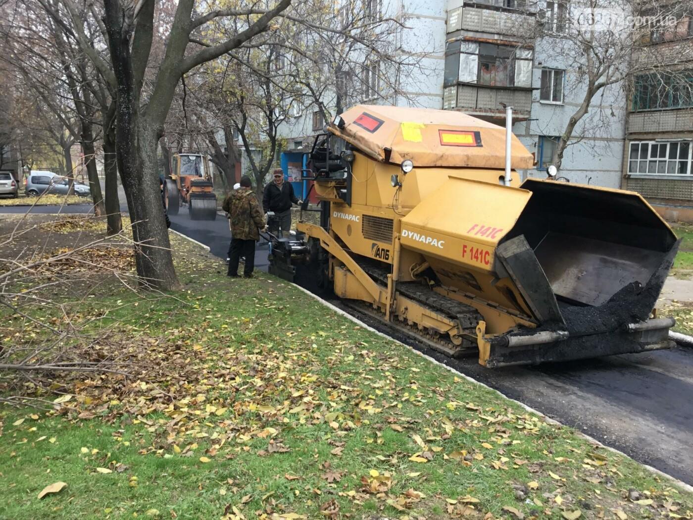 Новый асфальт уложили в Дружковке на внутридворовой дороге по ул.Козацкой, фото-1