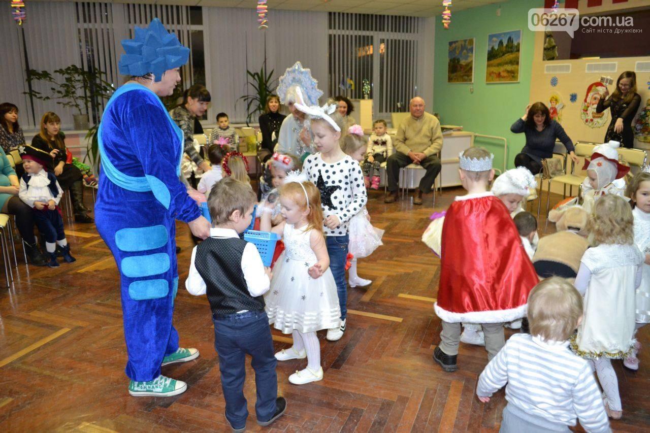 В гостях у сказки: Дружковская детвора поёт и танцует вместе с любимыми сказочными героями, фото-2