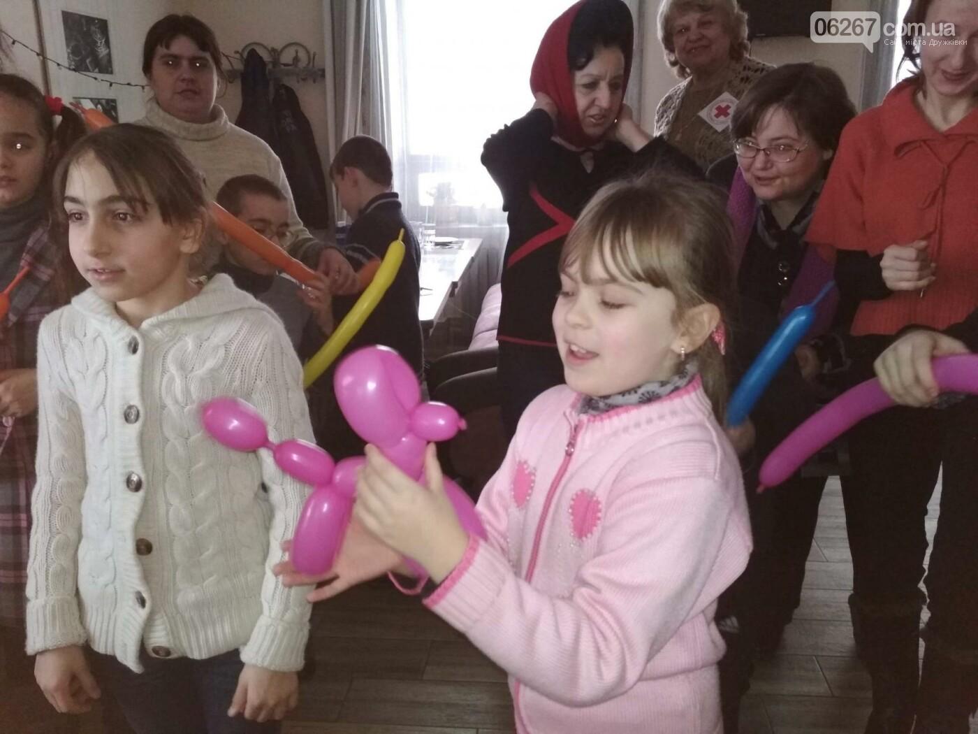 Дружковским детям продолжают устраивать зимние праздники, фото-4