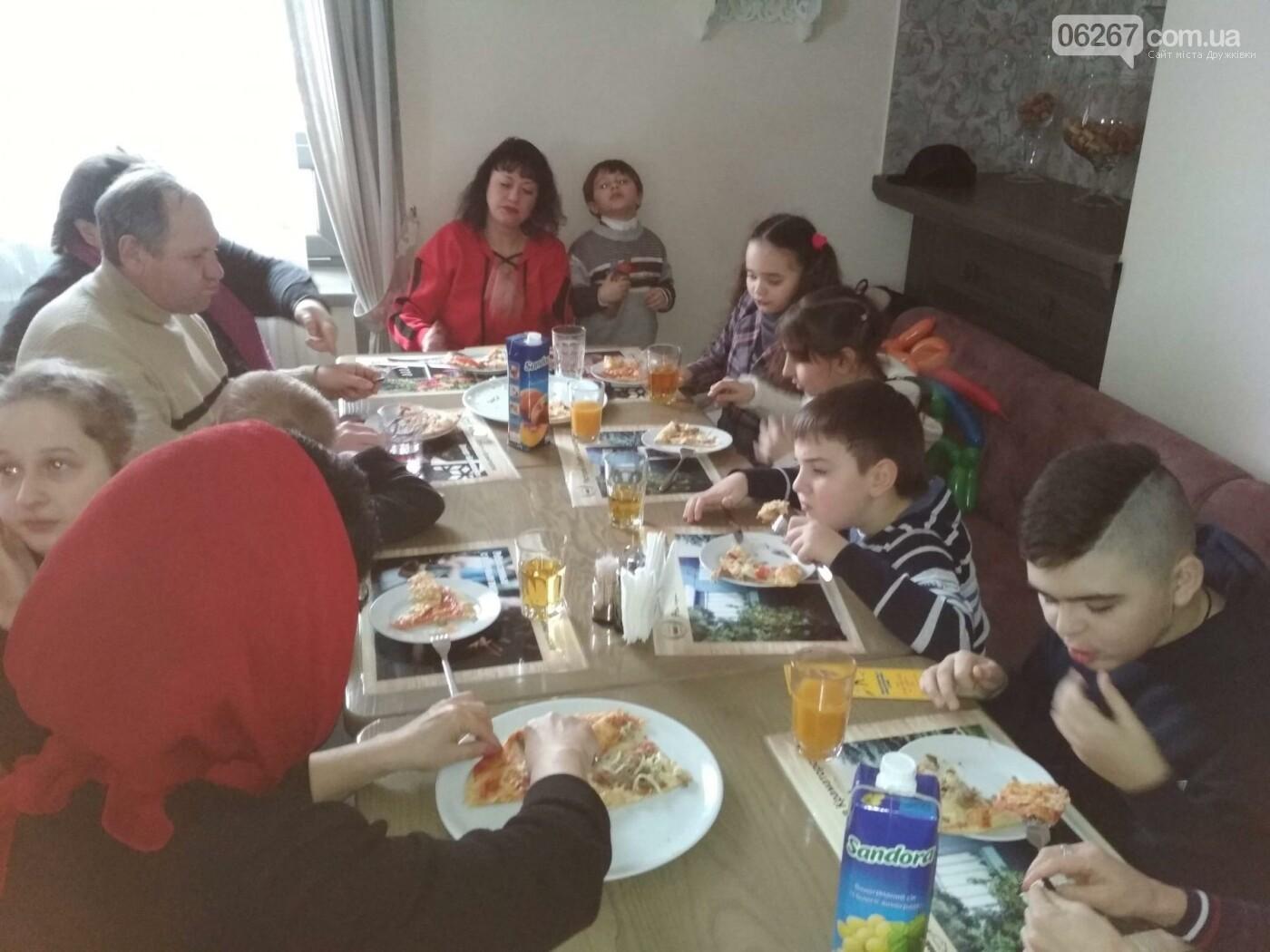 Дружковским детям продолжают устраивать зимние праздники, фото-6