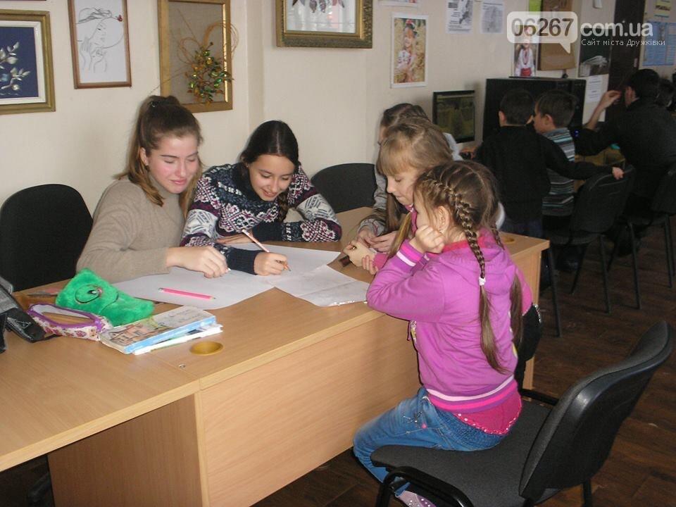 Мир общения и позитивных эмоций: В дружковскую библиотеку дети идут как на праздник (ФОТО), фото-2