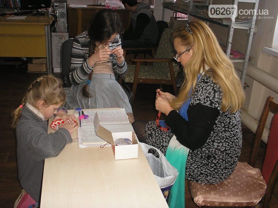 Мир общения и позитивных эмоций: В дружковскую библиотеку дети идут как на праздник (ФОТО), фото-1