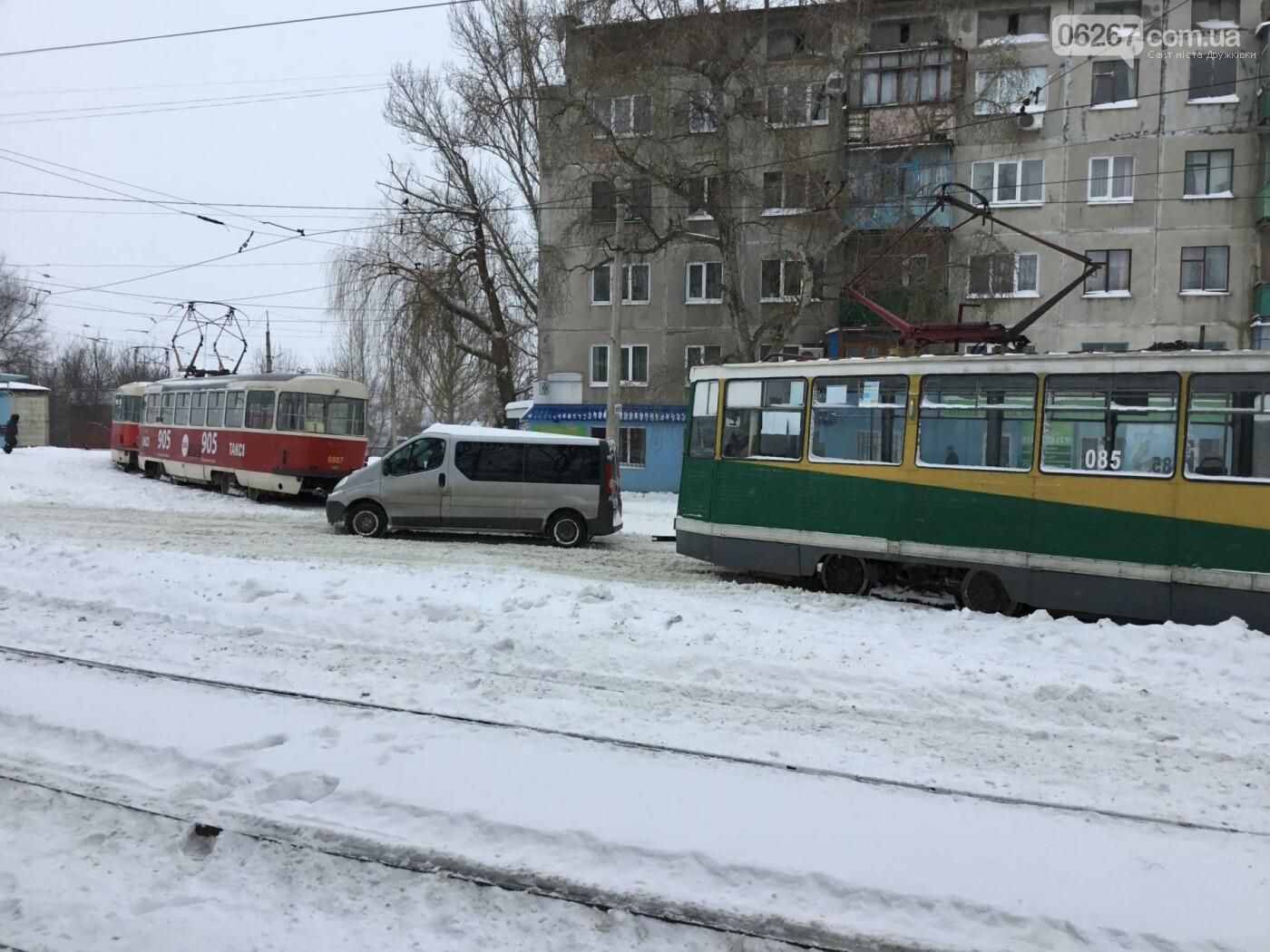 И о погоде: Сегодня в Дружковке в снежные капканы попали трамваи и бульдозеры (ФОТО, ВИДЕО), фото-1