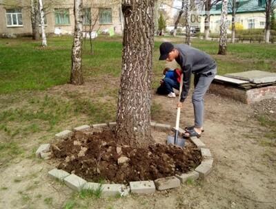 Дружковка: Работники и воспитанники социального общежития для детей-сирот грандиозным субботником отметили День окружающей среды, фото-1