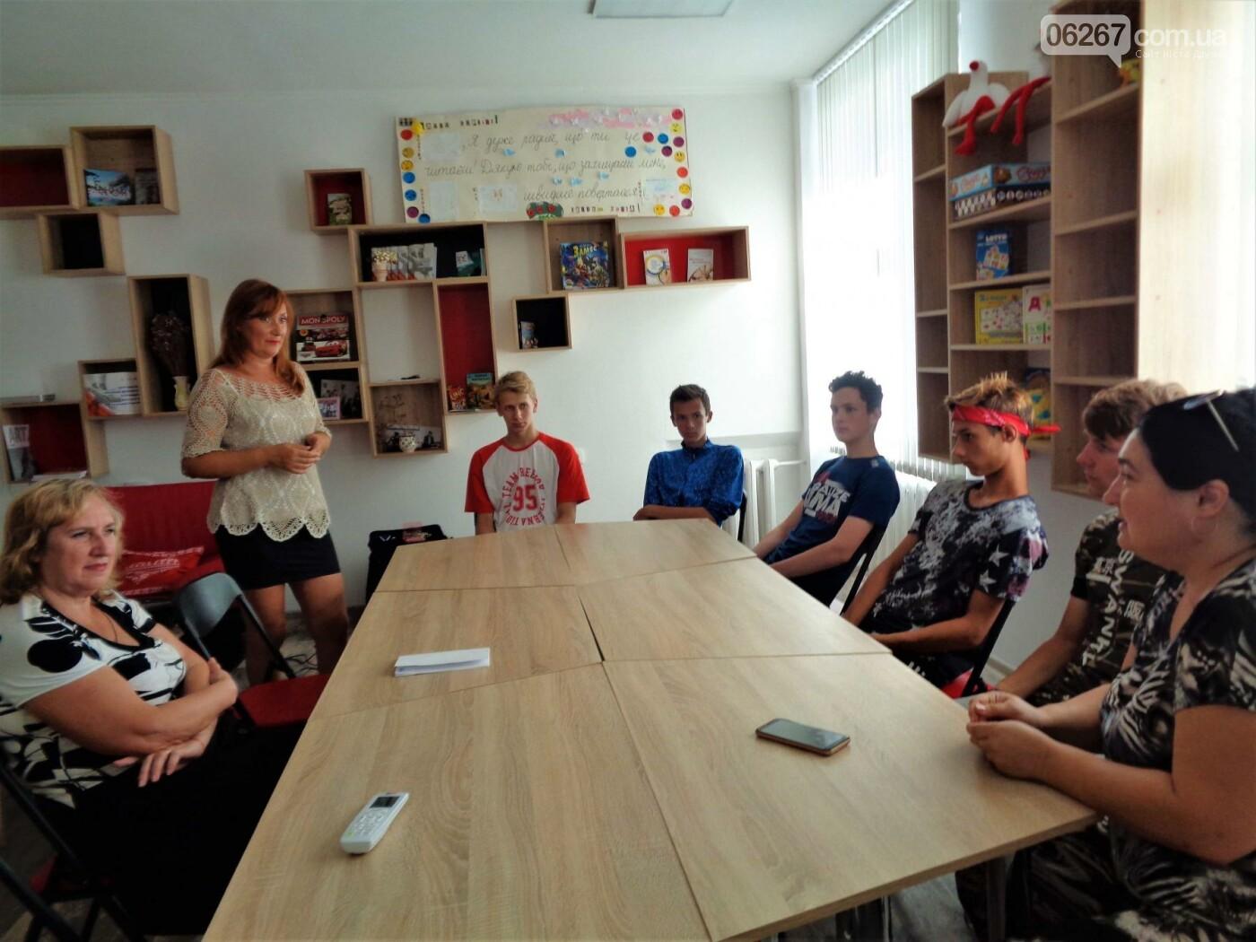 Дружковка: В неформальной беседе дети-сироты обсудили со специалистами розы и тернии взрослого пути , фото-1