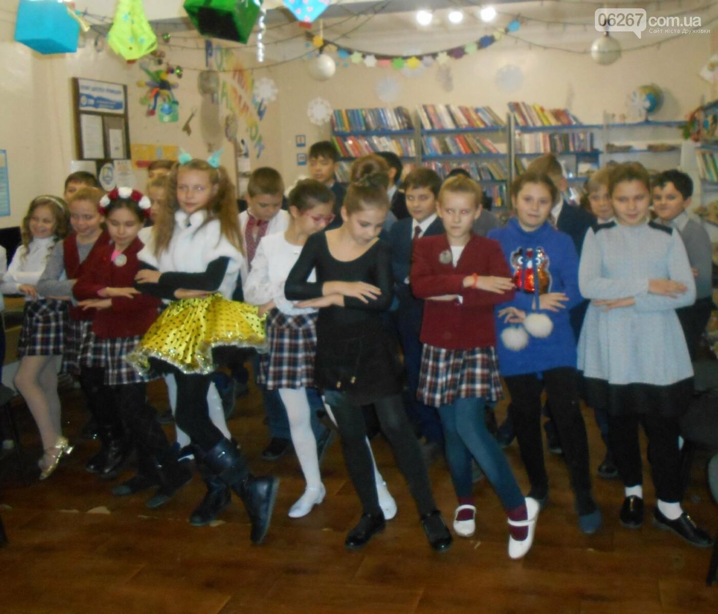 Дружковка: В детской библиотеке взрослые и дети пели, танцевали и читали стихи (ФОТО), фото-1