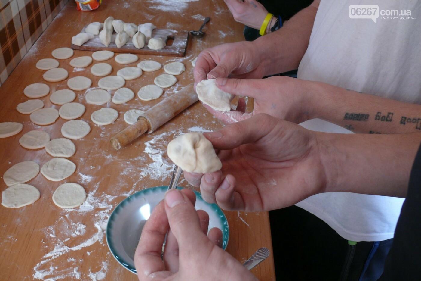 В Дружковке дети-сироты на Крещение научились готовить кутью и вареники (ФОТО), фото-3