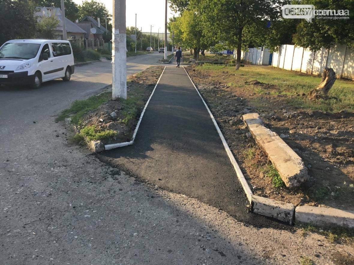 Дружковка: На улице Севастопольской асфальтируют тротуар (ФОТО), фото-4