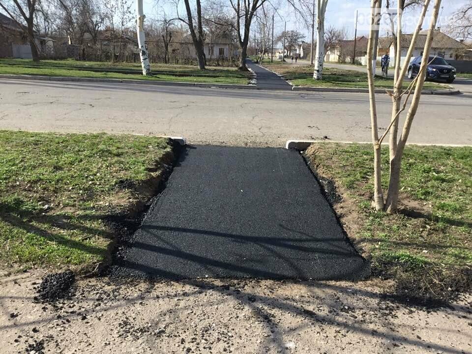 И пройти, и проехать: В Дружковке сегодня заасфальтировали тротуар по улице Севастопольской (ФОТО), фото-3
