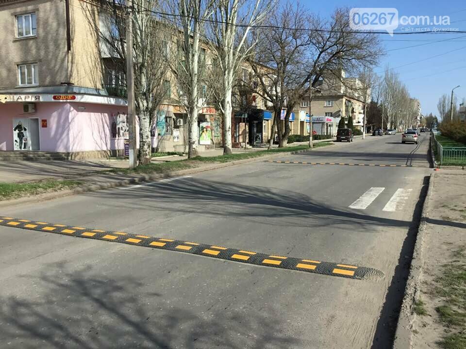 Не гони: В Дружковке «лежачие полицейские» обезопасили переход через дорогу (ФОТО, ВИДЕО), фото-1