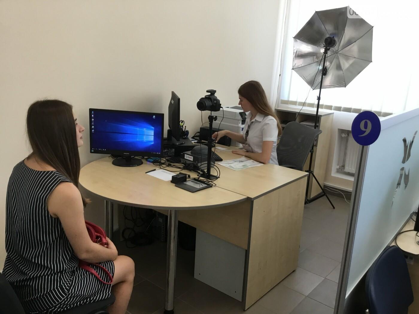 Дружковка: Стали известны цены и сроки получения биометрических и ID-паспортов в ЦНАПе (ВИДЕО), фото-1