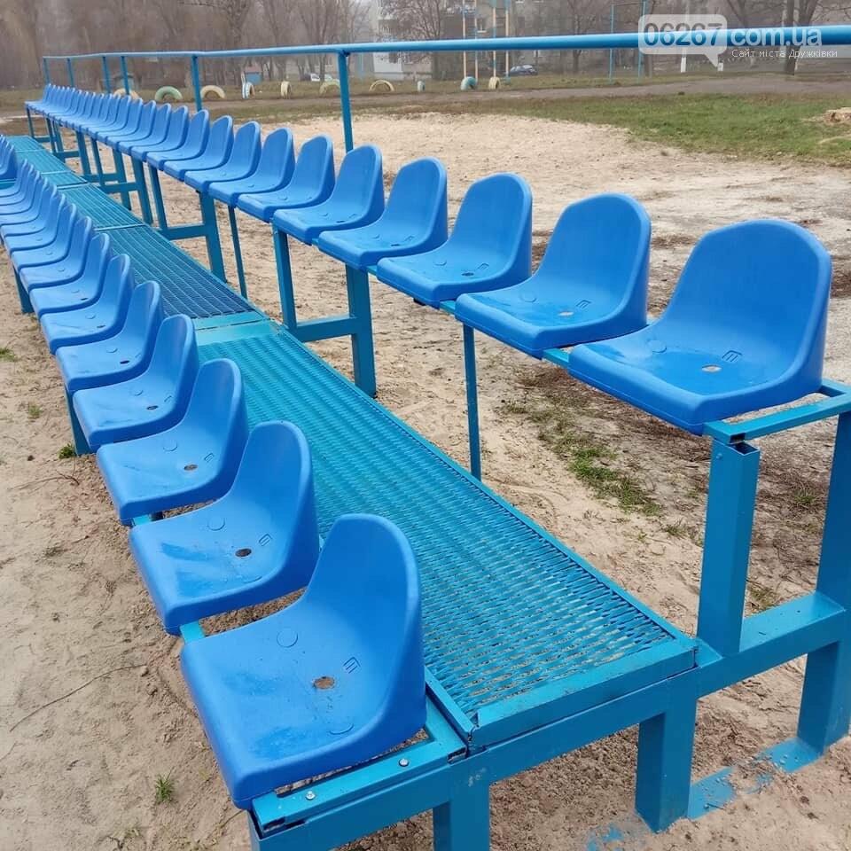 Дружковка: Зрительская трибуна на 55 мест стала особенностью  новой спортплощадки возле гимназии «Интеллект» (ФОТО), фото-1