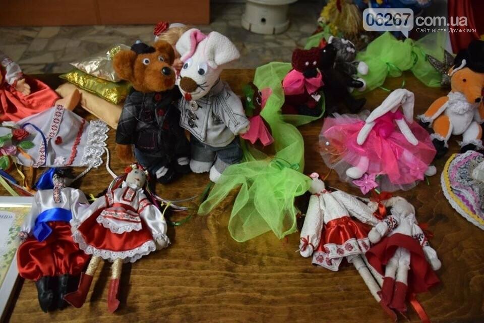 Дружковка: Яркие образцы художественных работ юных воспитанников кружков ЦДЮТ представлены на открывшейся выставке (ФОТО), фото-5