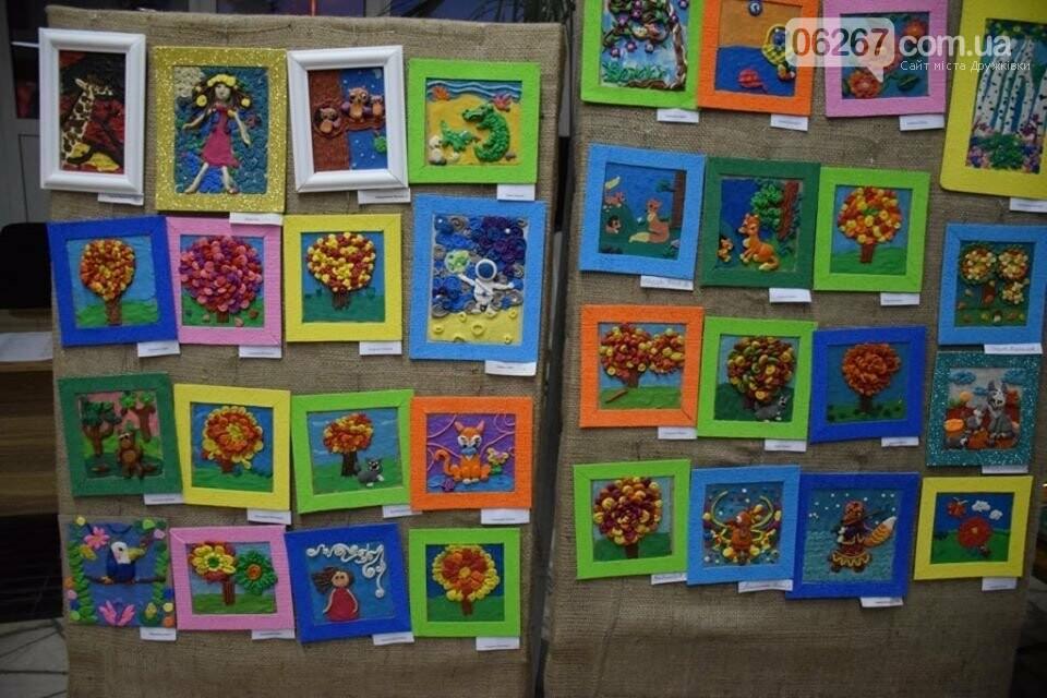 Дружковка: Яркие образцы художественных работ юных воспитанников кружков ЦДЮТ представлены на открывшейся выставке (ФОТО), фото-4