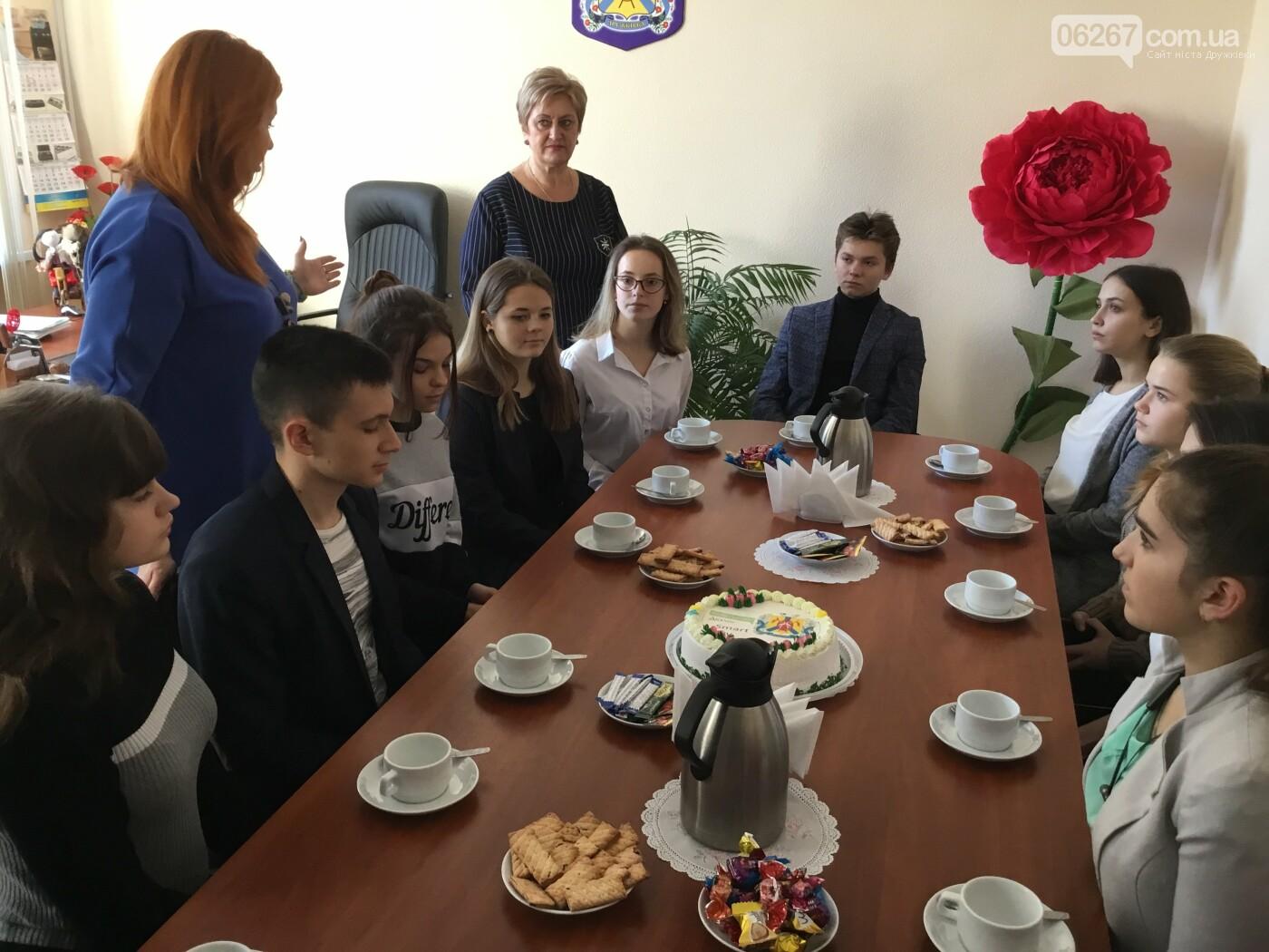 Дружковские школьники в День местного самоуправления голосовали в сессионном зале и пили чай с секретарем горсовета (ФОТО), фото-11