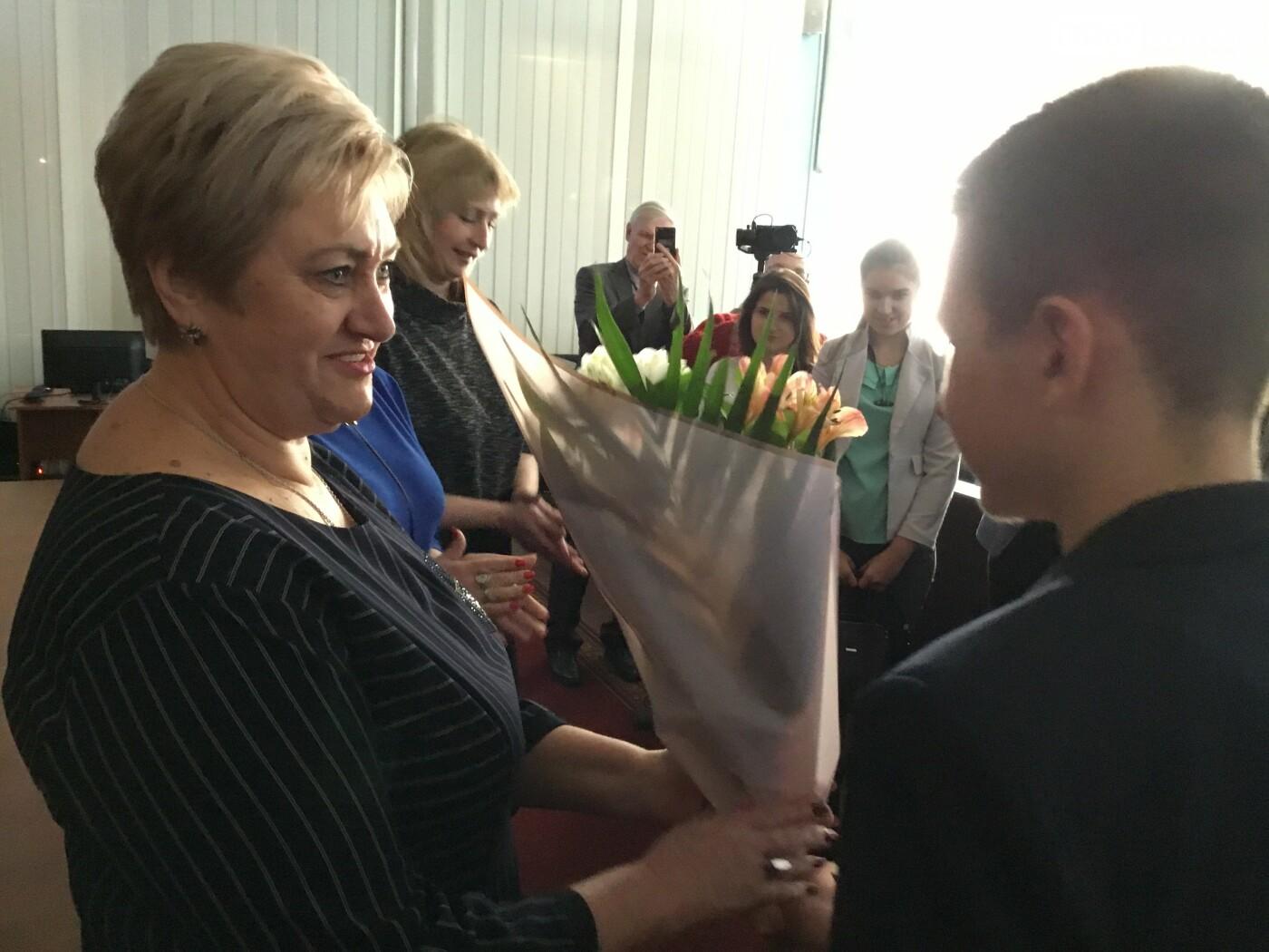 Дружковские школьники в День местного самоуправления голосовали в сессионном зале и пили чай с секретарем горсовета (ФОТО), фото-5