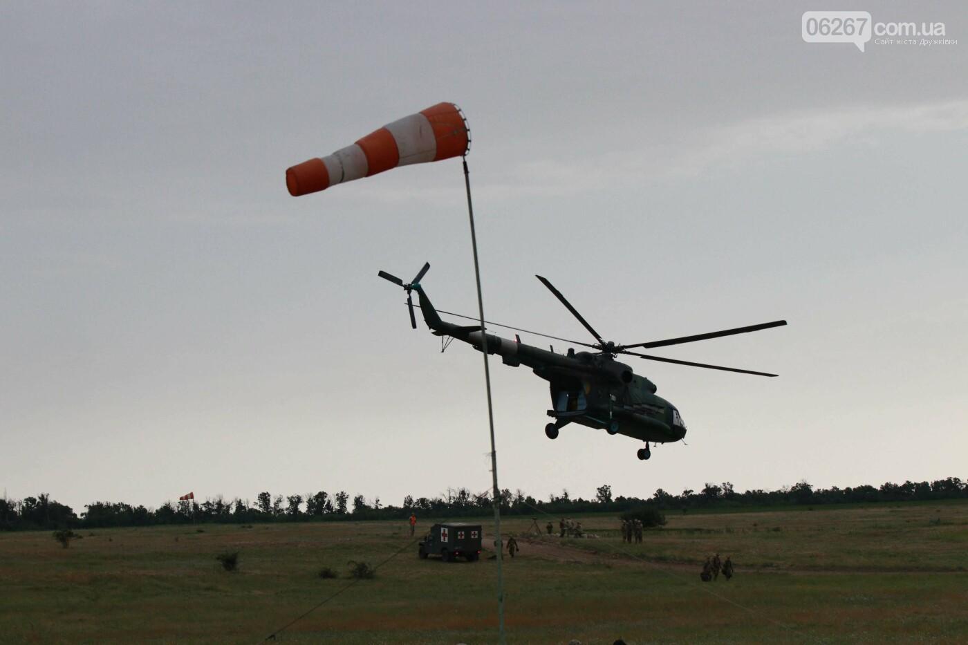 Стрибки з парашутами на околицях Дружківки. Як проходить бойова підготовка десантників - ВІДЕО, фото-9