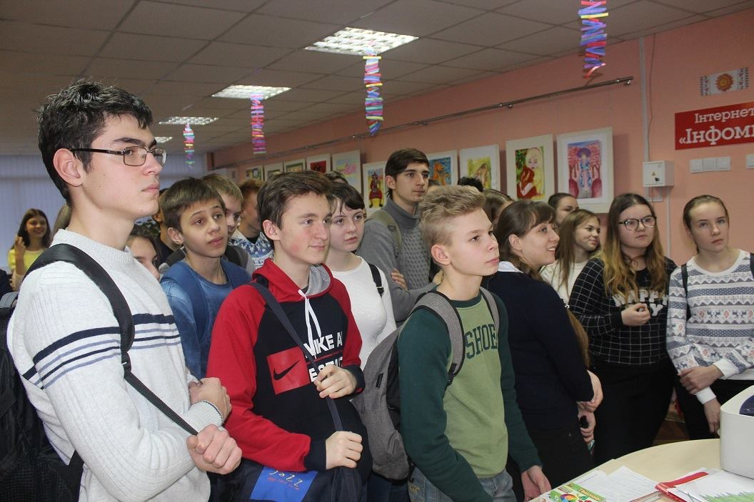 Первыми посетителями украино-японской выставки в Дружковке стали школьники, фото-1