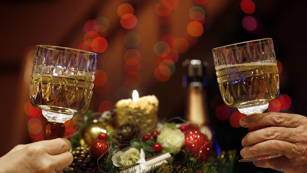 Как пить правильно. 5 советов для безпохмельного застолья на Новый год, фото-1