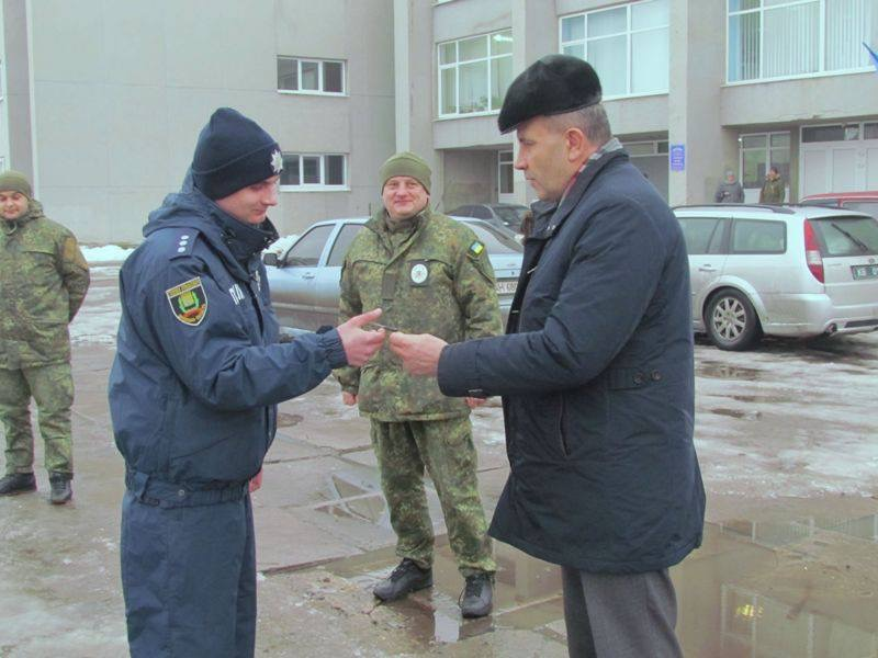 Полицейским Дружковки вручили ключи от нового служебного автомобиля, фото-1