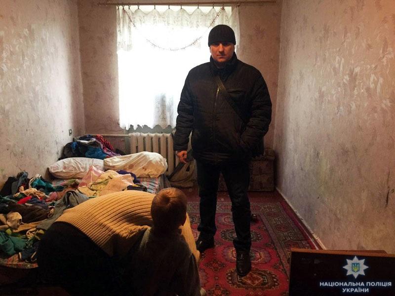 Дружковские правоохранители забрали от матери-«кукушки» двух малолетних детей, фото-1