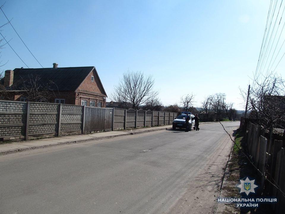 Разборка в стиле 90-х: В Алексеево-Дружковке молодого мужчину избили бейсбольной битой, фото-1