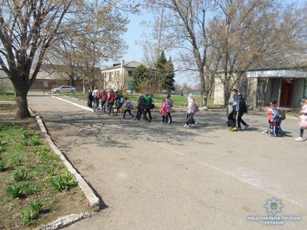 Дружковка: На территории школы в посёлке Кондратьевка обнаружили гранату, фото-2
