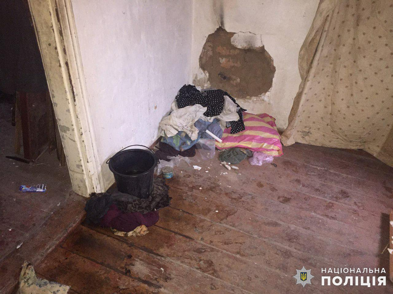 Дружковка: Родители 12-летней девочки готовят пищу на костре и попадают в дом через окно (ФОТО), фото-3