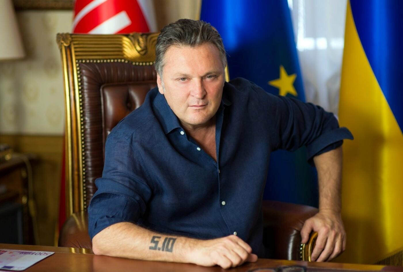 Глава либертарианцев Украины предложил всем, кто не согласен с украинизацией, бежать из страны