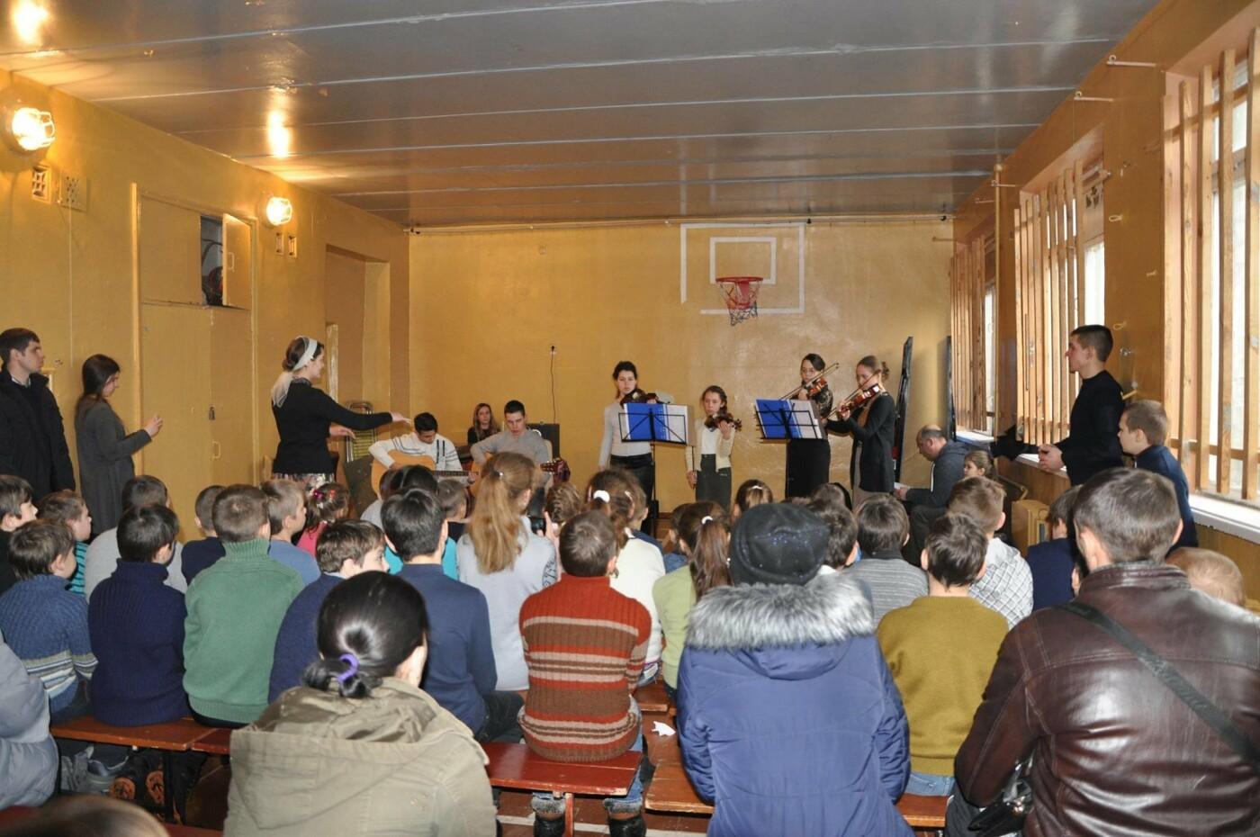 Дружковка: Даже в воскресенье учеников потянуло в родную школу (ФОТО), фото-1