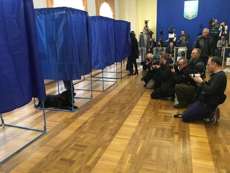 Вибори 2019: кумедні випадки під час голосування в Україні, фото-1