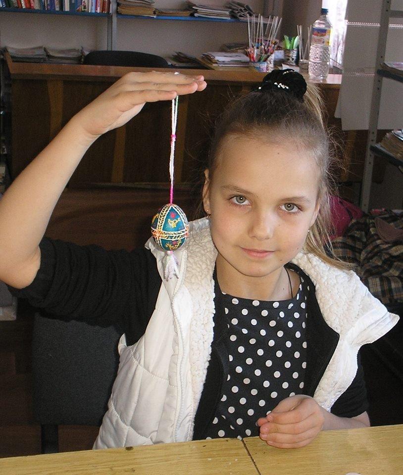 Дружковка: В библиотеке детей учили расписывать пасхальные яйца (ФОТО), фото-3
