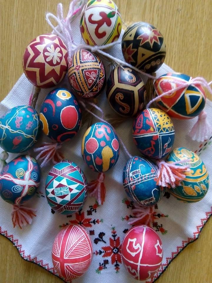 Дружковка: В библиотеке детей учили расписывать пасхальные яйца (ФОТО), фото-2