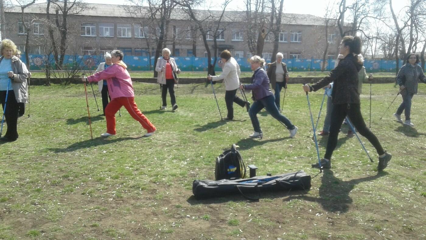 В Дружковке пенсионеров учат ходить «по-скандинавски» (ФОТО), фото-2