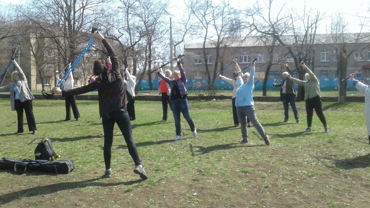 В Дружковке пенсионеров учат ходить «по-скандинавски» (ФОТО), фото-1