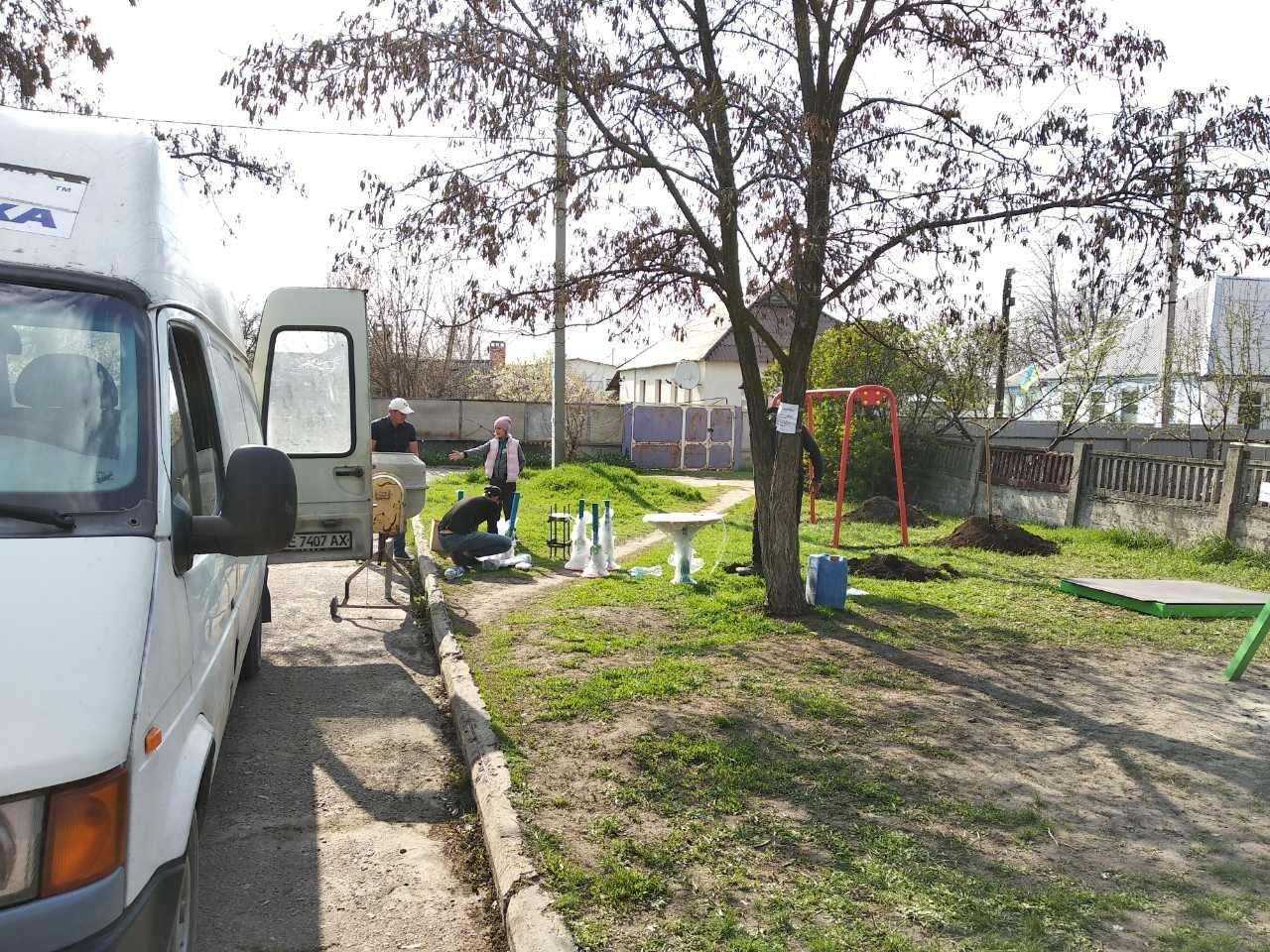 Дружковка: В центре поселка Сурово устанавливают детскую площадку в рамках реализации Общественного бюджета (ФОТО), фото-2