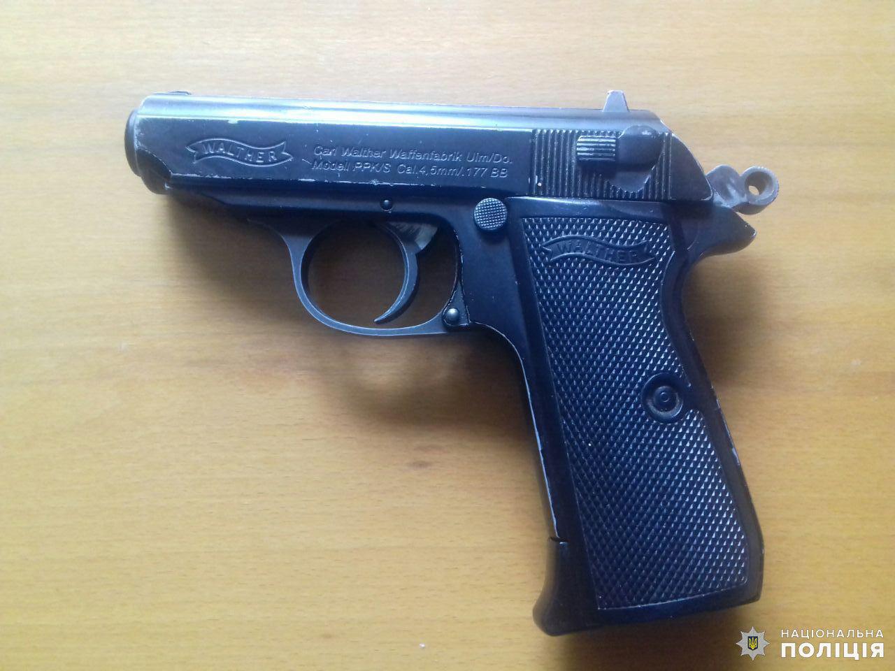 Два гранатомета и «Вальтер»: Жители Дружковки продолжают нести оружие в полицию, фото-1