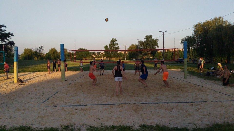 По случаю открытия сезона в Дружковке провели городской турнир по парковому волейболу (ФОТО), фото-1