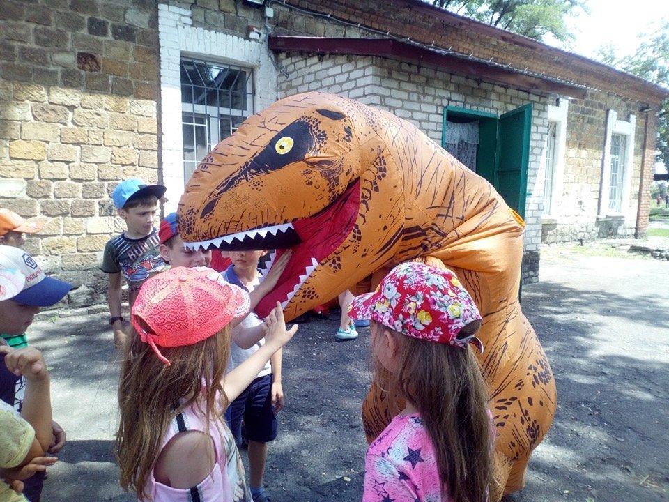 В Алексеево-Дружковке дети веселились в компании дружелюбных динозавров , фото-1