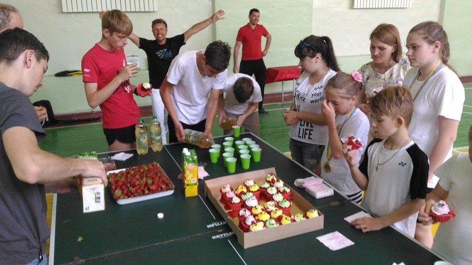 Вкус победы: В Дружковке призеры областного турнира по бадминтону получили награды и сладкие подарки , фото-2