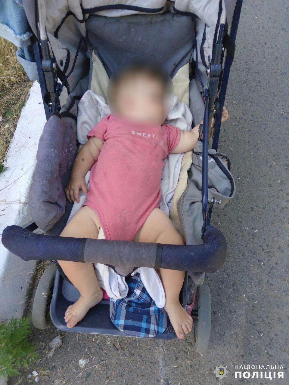 Дружковка: Пьяная мать заснула на улице, оставив в коляске 9-месячную дочь, фото-1