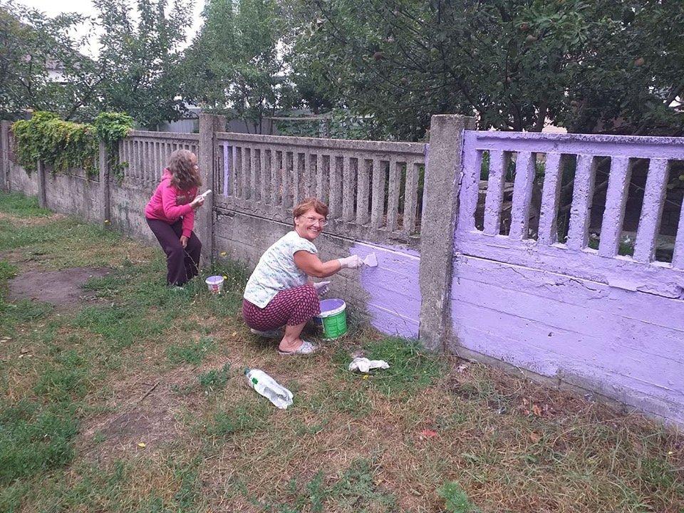 Дружковка: Дети помогли «оживить» забор возле игровой площадки в поселке Сурово (ФОТО), фото-2